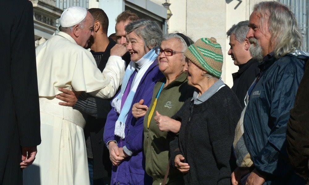 Risultati immagini per papa francesco ei poveri